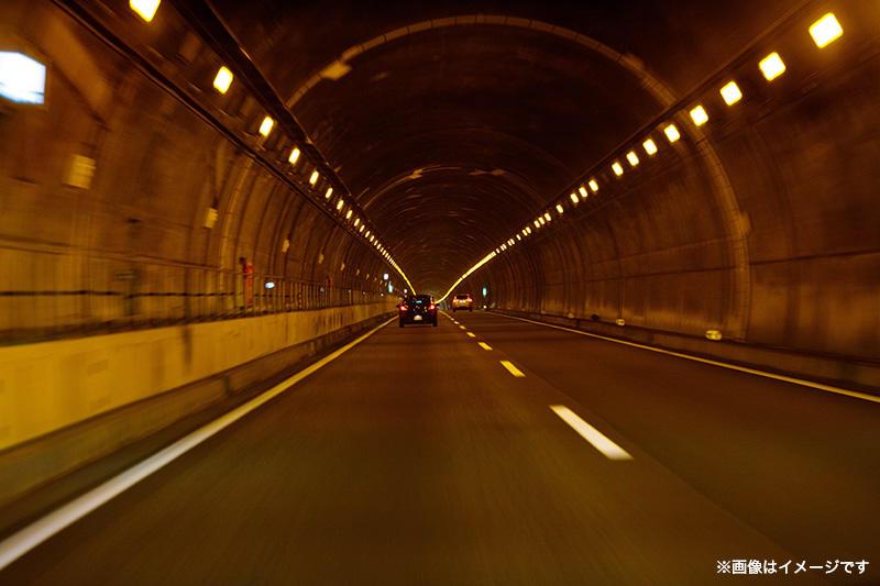 高速道路メンテナンス。橋梁、トンネルを点検せよ