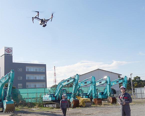 ドローンを飛ばし、空中から大量の連続写真を撮影する