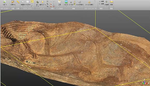 ドローンによる空中写真測量から作成した3次元データ=点群データ。画像を構成する点がすべて3次元座標を持っている