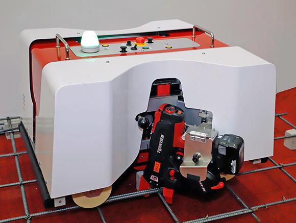 トモロボ(鉄筋結束ロボット)