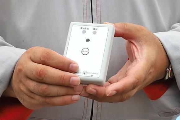作業者が携帯するタグ。いくつかのタイプから選択できる。