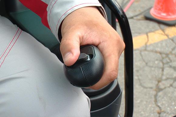 アタッチメントは手元のスライドスイッチで繊細にコントロールできる。