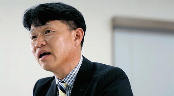 関西支店営業部 専門部長  田中顕吾