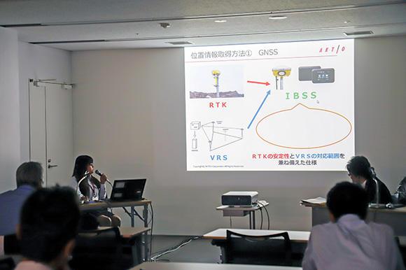路面乾燥車のICT化に関しては、展示技術プレゼンテーションで詳しく解説を行った。