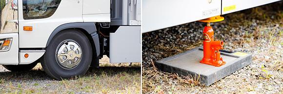 左:エアサスにより車高を下げた状態。右:ジャッキをかますことで、より荷台の揺れを抑えられる。