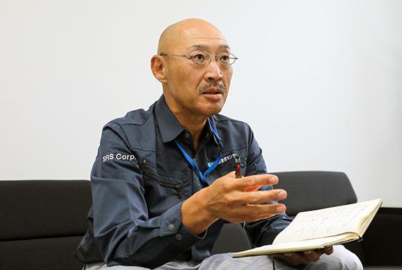 今回お話をうかがったエスアールエス株式会社 テクニカルサポート事業部 専任部長の羽鳥永之助さん。