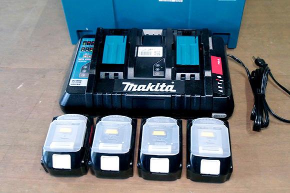 バッテリー4個と充電器のセット。この他、バッテリー1個、2個のセットがある。