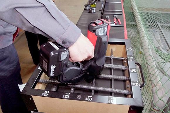 鉄筋結束の救世主、鉄筋結束機。満充電で3周巻きを6400回こなす