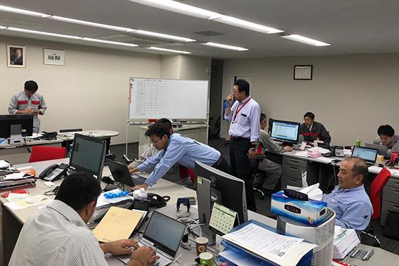 北海道工場に設置された災害対策本部。情報を一元化し、発電機の調達に明け暮れた
