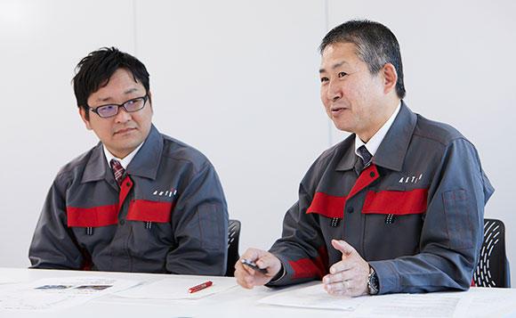 現場でプロジェクト遂行にあたったエンジニアリング事業部西日本営業部の大麻敏雄部長(右)と、エンジニアリング事業部技術部の船橋晃祐課長(左)