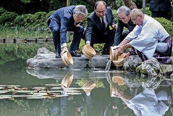 工事が終わり水を入れた池にイチモンジタナゴを試験放流