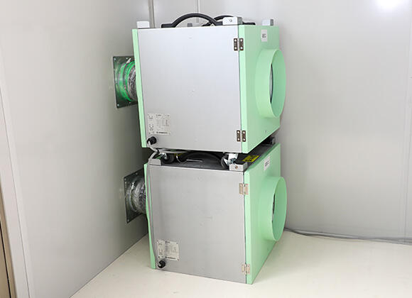室内を陰圧に保ち、室内の空気を浄化する抗ウイルスHEPAフィルター内蔵換気装置。