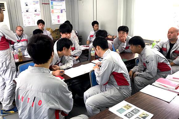 体験研修会では実技研修のほか、理論も座学でしっかり学ぶ
