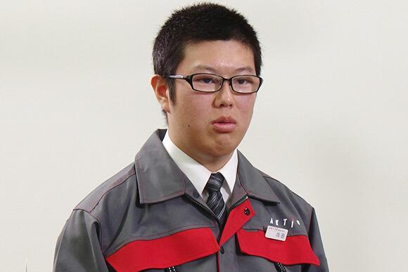 今、まさに現場研修中の技術部員の内田達也