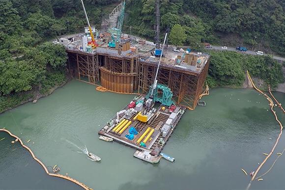 技術部の代表的なPB商品のひとつ、「シャフト式水中掘削機T-iROBO UW」