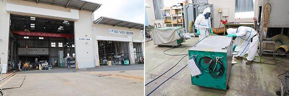 エンジニアリング事業部第1工場。アスベスト・ダイオキシン機器、橋梁塗膜除去工事、新型コロナウイルス対策商品として開発した「仮設陰圧ハウス」にも使用している集塵機、エアシャワー、掃除機等の安全な整備を行うため、負圧室を完備。作業員たちは防護服を着て集塵機の清掃にあたっている