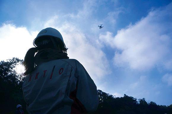 空中写真測量を行うドローン(UAV)