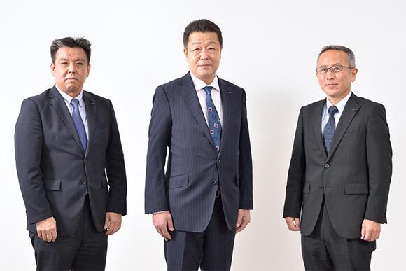 田仲浩一上席執行委員(中央)、執行役員 片桐真人部長(左)、佐藤博之リーダー(右)