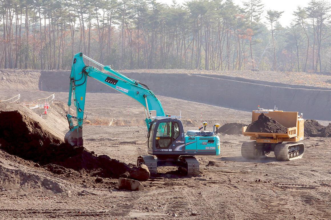 国土交通省の発注工事で、無人化施工のシステム環境をアクティオが構築。浅間山麓で実施