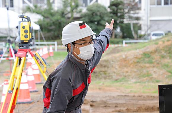 アクティオが担当した実技講習は、ICT施工推進課の日南茂雄課長のもとで行われた