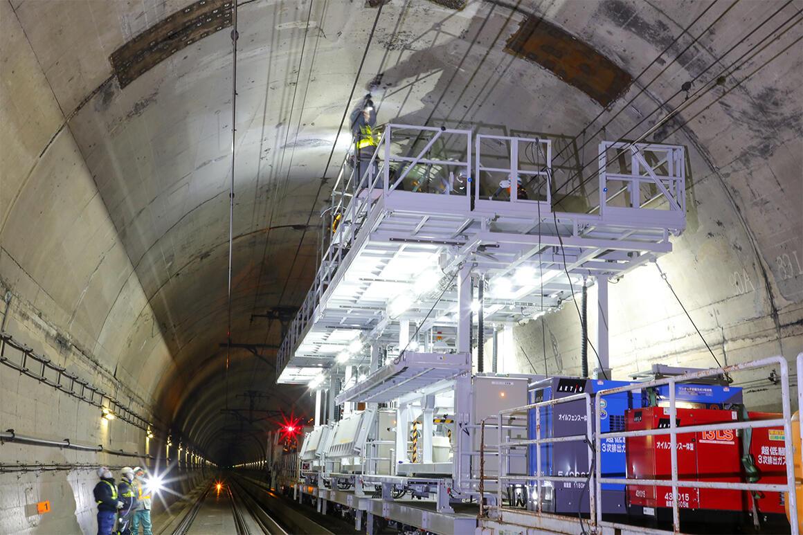 鉄道の安全・安定輸送に貢献する「ワイドリフト」をアクティオが納入
