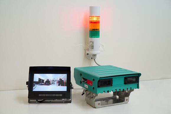 カメラ本体とモニター、警告灯のセット
