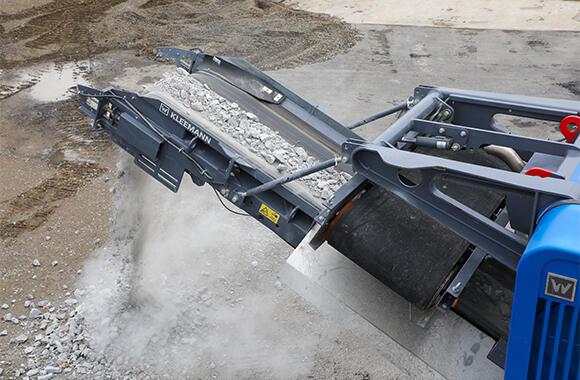 再生砕石に生まれ変わったガラ。粒の大きさにもよるが、毎時100トンの処理が可能だ